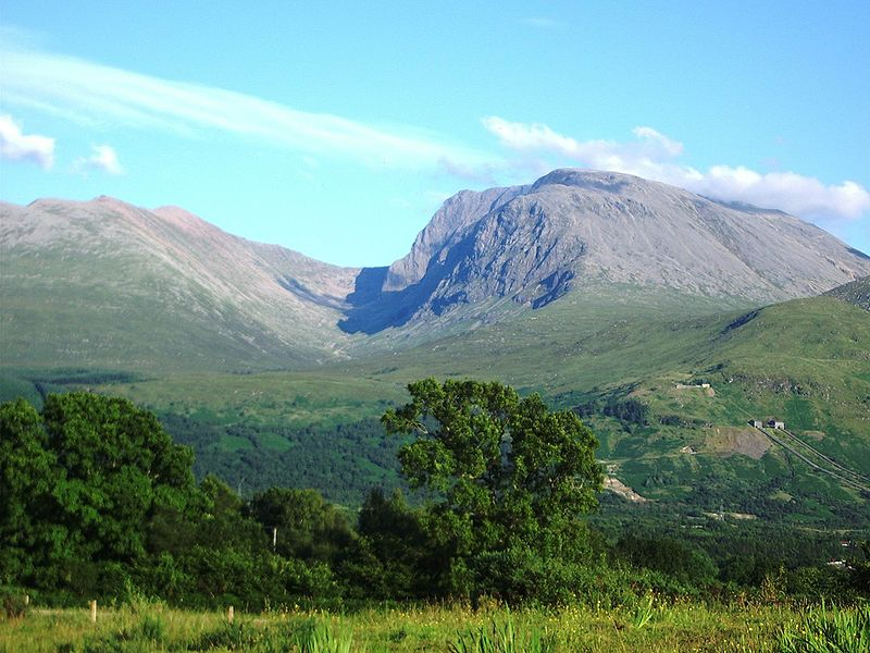 This image has an empty alt attribute; its file name is 800px-BenNevis2005.jpg